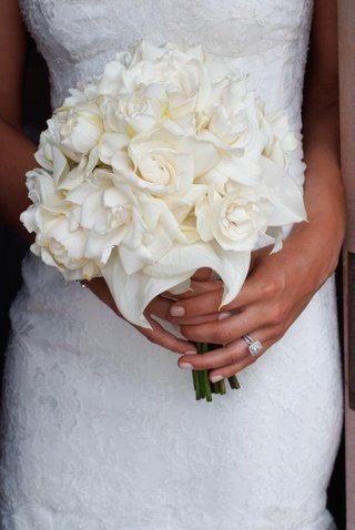 bride-holding-gardenias-and-magnolia
