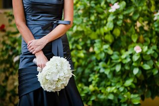 navy-blue-bridesmaids-holding-hydrangea-nosegay