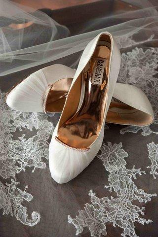 badgley-mischka-bridal-shoes-on-lace-veil