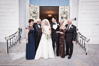 keri-lynn-pratt-and-husband-with-parents-at-wedding