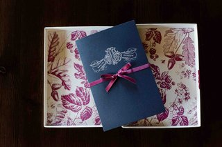 dark-blue-wedding-invites-with-fuchsia-backing