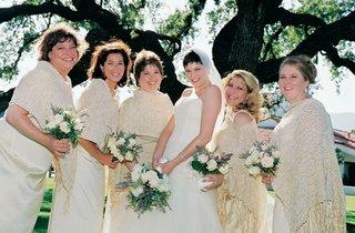 bride-with-five-bridesmaids-wearing-tan-ponchos