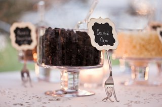 make-your-own-candy-apple-station-at-wedding-reception