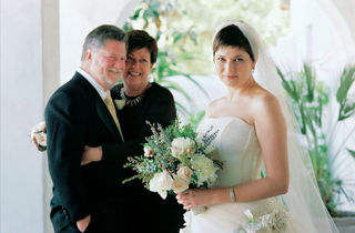 bride-with-short-hair-in-front-of-her-parents