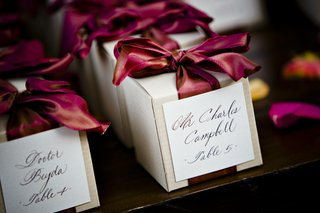 wedding-favors-with-burgundy-ribbon-and-escort-card