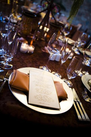 reception-tables-with-brown-textured-linens