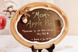 homemade-apple-pie-sign-in-gold-tray-frame