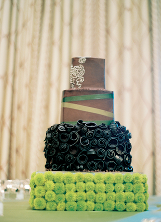wedding-cake-in-brown-and-green-with-button-mum-stand