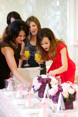 the-bachelorette-star-surprised-by-centerpieces