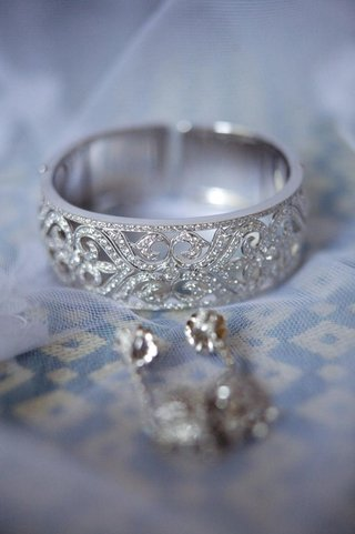 diamond-cuff-bracelet-and-earrings-on-top-of-veil