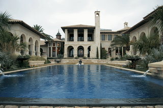 san-antonio-home-with-large-pool