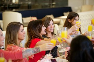 the-bachelorette-ashley-hebert-toasting-with-girlfriends