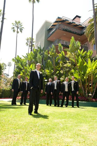 groom-with-friends-on-beverly-hills-hotel-grounds
