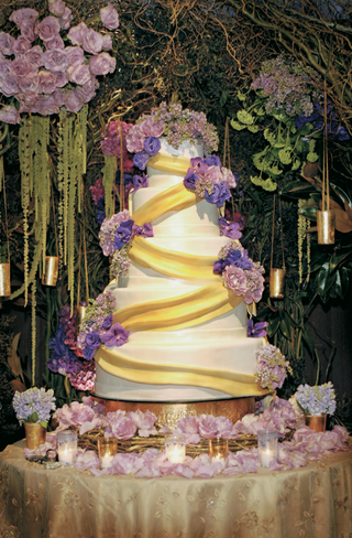 modern-cake-design-with-fresh-flowers
