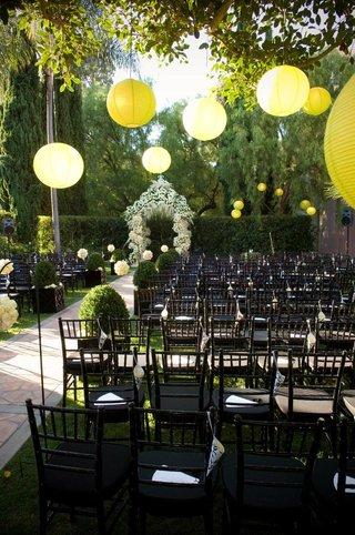 modern-wedding-ceremony-in-garden-with-yellow-lanterns