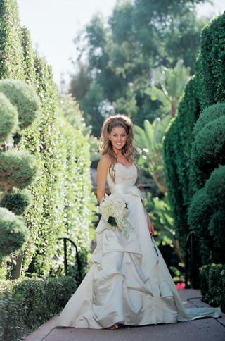 ivory-wedding-dress-with-sweetheart-neckline