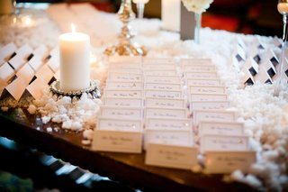 seating-cards-on-snow-covered-table
