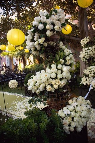 aisle-decoration-with-garland-of-white-roses