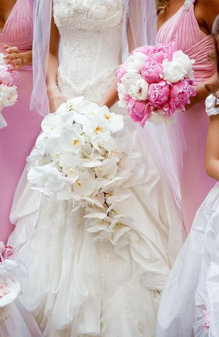 white-bridal-bouquet-and-pink-bridesmaid-nosegays