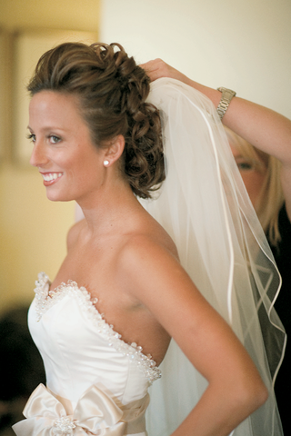 bride-getting-ready-with-curly-updo-and-natural-makeup