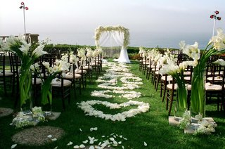 white-calla-lily-arrangements-and-rose-petal-hearts