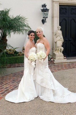 lesbian-couple-hold-matching-calla-lily-bouquets