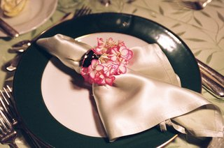 ivory-napkin-with-napkin-ring-decorated-with-pink-and-white-hydrangea