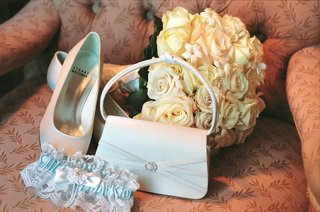 wedding-shoes-and-bridal-bag-with-garter-and-bouquet