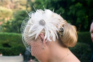 french-net-veil-with-feathers-and-crystal-brooch