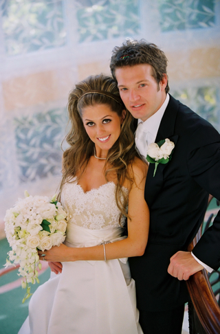 bride-and-groom-on-stairwell-at-the-beverly-hills-hotel