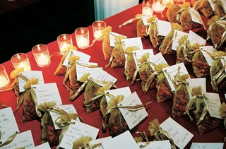 gold-organza-wedding-favor-bags-on-candlelit-table