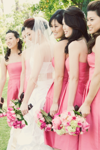 pink-bridesmaid-dresses-and-bouquets-of-pink-roses