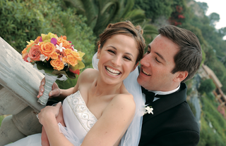 bride-and-groom-hold-tropical-bouquet