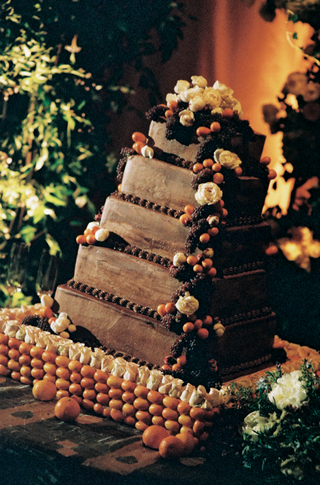 five-layer-wedding-cake-with-white-flowers-berries-and-oranges