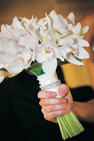 bridess-bouquet-of-white-cymbidium-orchids-calla-lilies-and-stephanotis-flowers