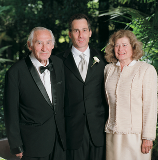 wedding-photo-of-groom-with-father-and-mother