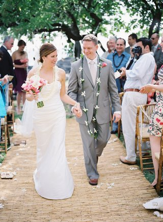 tropical-wedding-ceremony-and-hawaiian-attire