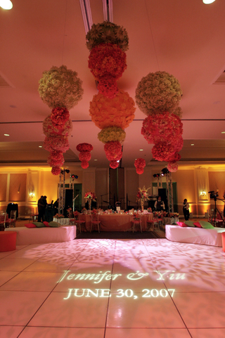 wedding-reception-with-green-pink-and-orange-flowers-over-the-dance-floor