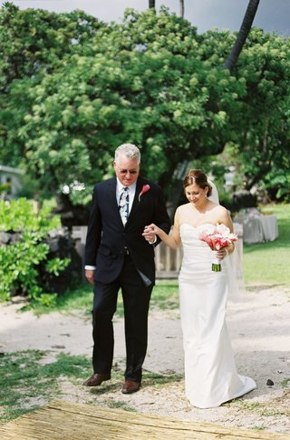 laura-hooper-and-dad-stepping-on-seagrass-aisle