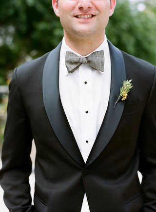 groomsmen-outfit-groomsman-with-grey-bow-tie-and-tuxedo-jacket