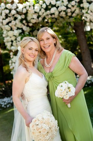 mother-of-the-bride-wearing-lime-green-dress-and-pearls