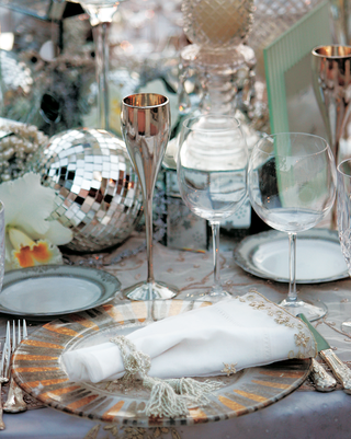 reception-table-with-mirror-disco-ball-and-glass-boxes