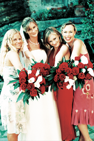 bridesmaids-carry-red-rose-and-white-calla-lily-bouquets