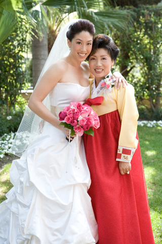 bride-wearing-western-style-gown-and-mom-wearing-traditional-korean-gown