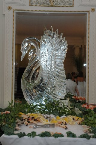 wedding-ice-sculpture-at-appetizer-table