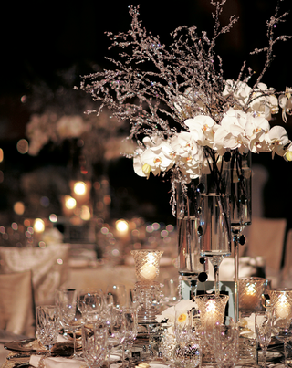 outdoor-night-wedding-reception-with-white-and-silver-decorations