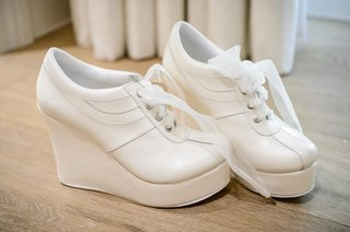 white-sneakers-with-platform-heel-and-ribbon-laces