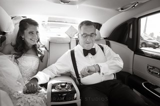 black-and-white-photo-of-dad-and-daughter-in-car