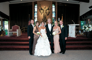 wedding-couple-with-parents-in-front-of-church