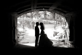 black-and-white-photo-of-couple-under-bridge